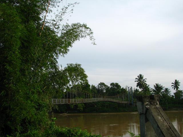 Jembatan gantung pertama