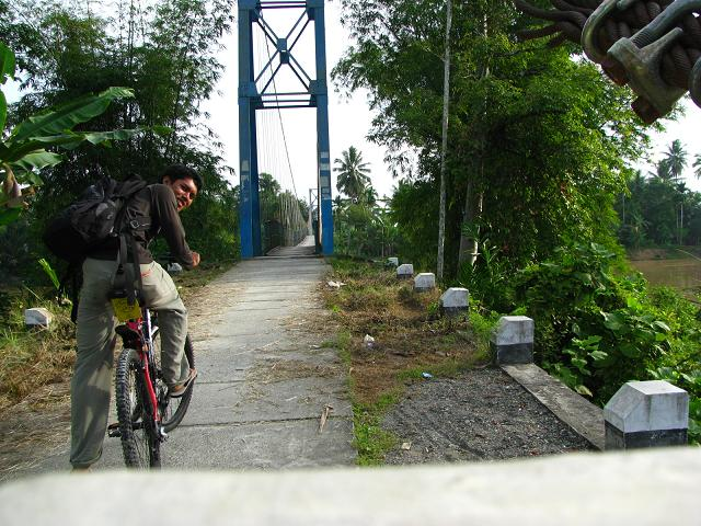 Mau naik jembatan