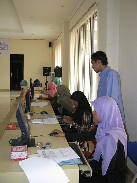 Mr. Husni dan calon-calon blogger Aceh