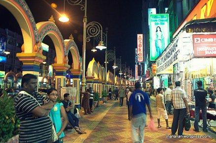 Suasana Little India ketika malam