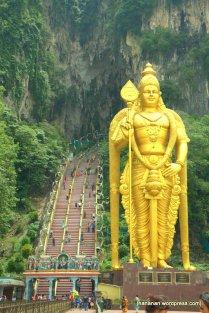 Murugan statue at Bate Cave