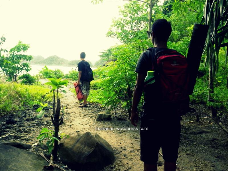 Bermalam Minggu di Tengah Hujan danBadai
