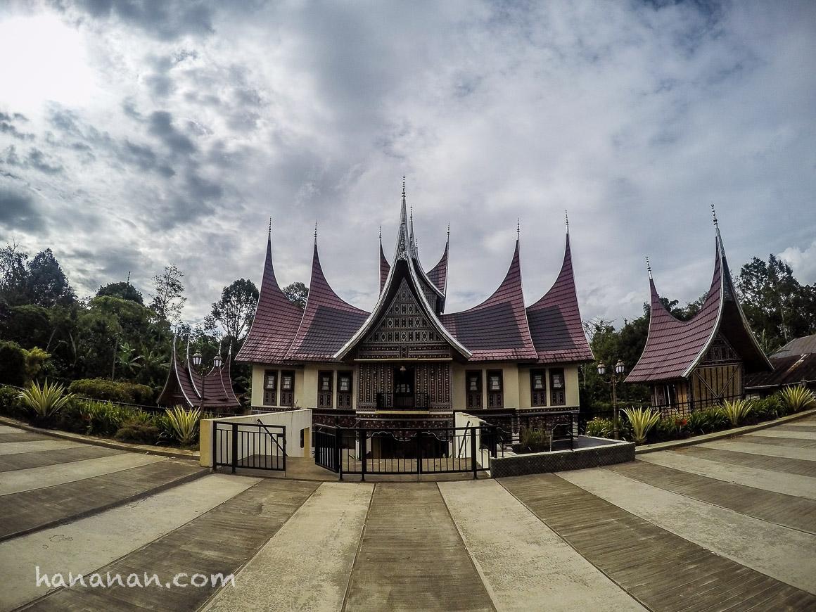 Berjalan Kaki Melihat Ikon Kota Bukittinggi: Jam Gadang, Bung Hatta, Pasar Ateh, dan LobangJepang